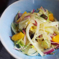 Salad of oranges, fennel and red onion