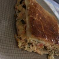 Torta salata con verdure, ricotta e feta