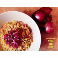 Risotto curry and red onion