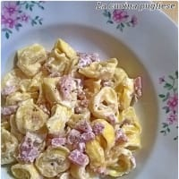 Tortellini with cream and ham