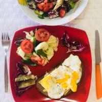 Huevo y ensalada