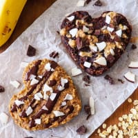 Steamed cakes with oat flakes and peanut butter