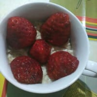 Chocoporridge with strawberries