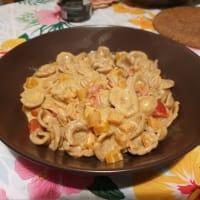 Orecchiette integral con tomates cherry, calabaza y burrata