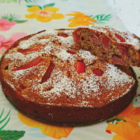 Strawberry wholemeal cake and pistachios fast