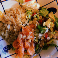 Quinoa, salmon and vegetable salad