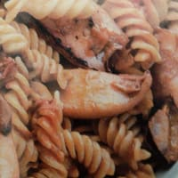 Whole-grain fusilli with calamari