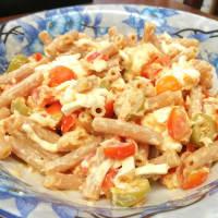 Insalata di pasta con salmone, burrata e pomodorini
