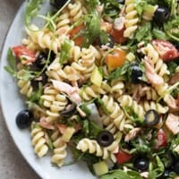 Pasta salad with salmon, olives and rocket