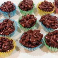 Chocolate and puffed rice cakes