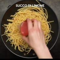 Spaghetti gamberi e pistacchi al profumo di limone step 3