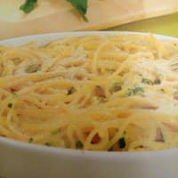 Baked spaghetti with zucchini.