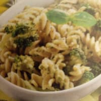 Fusilli with almonds and broccoli