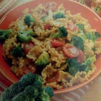 Pasta integral de tomate y brócoli