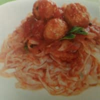 Fettuccine shirataki with meatballs in sauce