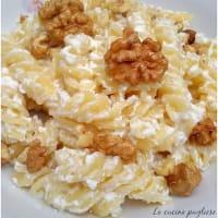 Ricotta pasta and walnuts