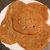 Crepas de harina de lentejas, curry y romero