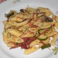 Pasta integrale con zucchine e sfilacci di cavallo