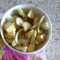 Salad with fennel, walnuts and apple