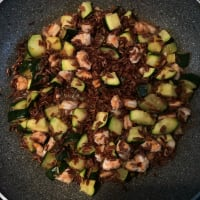 Red rice with prawns and courgettes