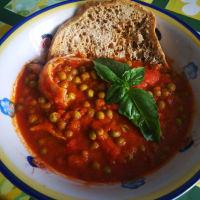 sopa con sepia y guisantes