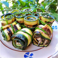 Rolls of zucchini and tuna