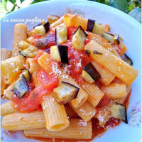 Pasta with sauce with fried eggplants