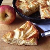 Torta di mele allo yogurt in padella