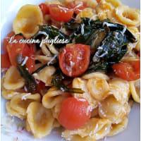Orecchiette con rucola pomodorini e cacioricotta
