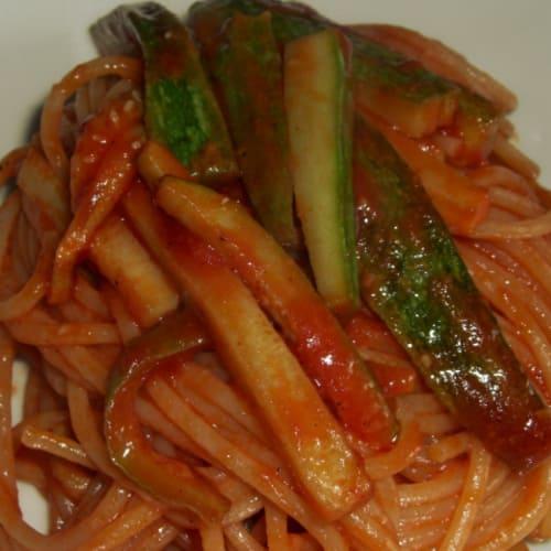 Spaghetti con zucchine all'amatriciana