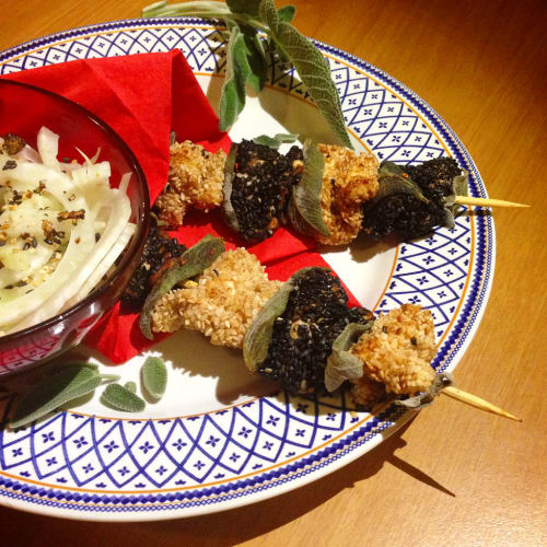 Chicken kebabs with two sesame