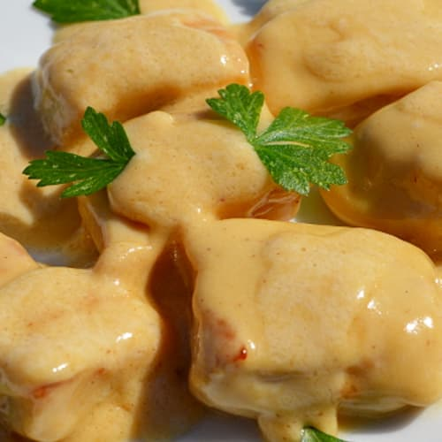 Chicken morsels with cream and olives