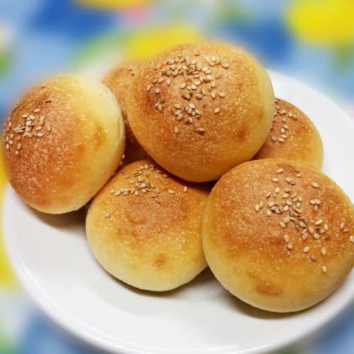 Mini soft rolls with sesame seeds