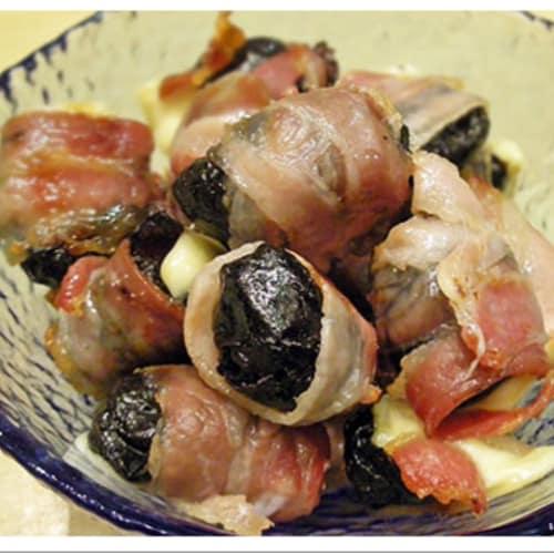 Prugne con bacon croccante e cuore filante