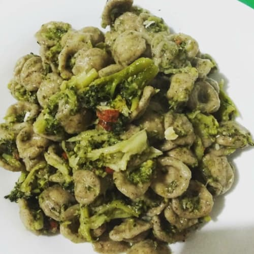 Hemp Orecchiette with broccoli and almonds