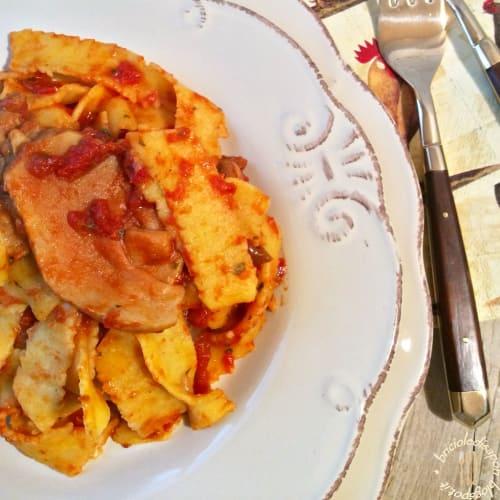 Pasta de harina de maíz alla rustica con salsa de champiñones porcini