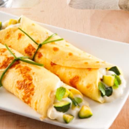Cannoncini di crepes con mozzarelle, zucchina e menta