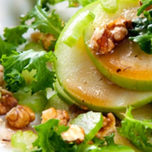 Salad with apples and walnuts