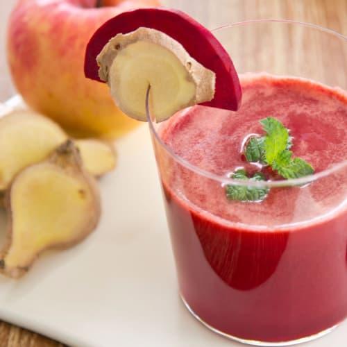 El jugo de remolacha, manzana y jengibre