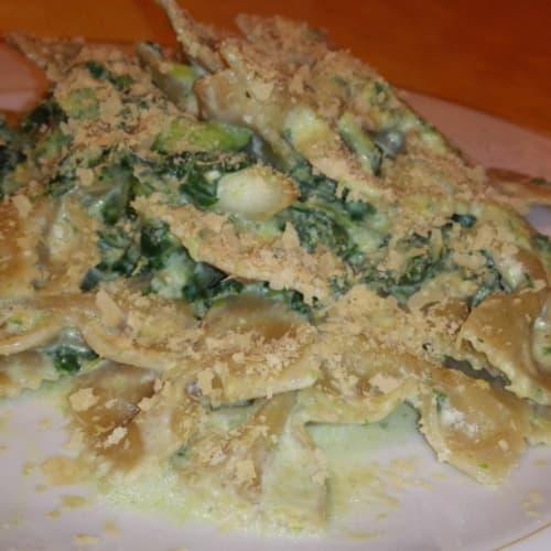 Integral Farfalle with broccoli and cream
