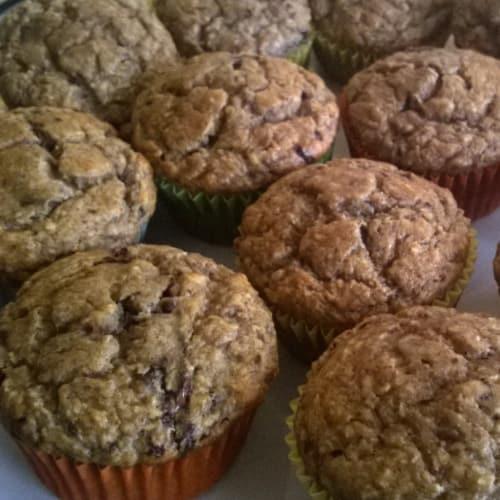 de coco de plátano muffin y chocolate negro