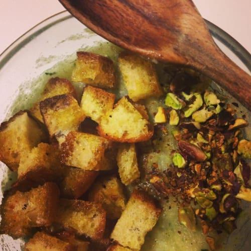 Crema de coliflor con pistachos y el curry
