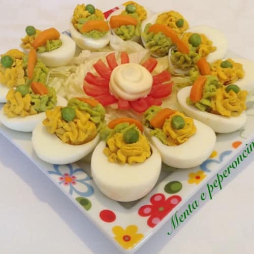 Eggs stuffed with peas and carrots
