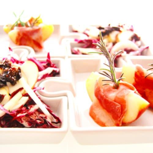 Achicoria aperitivo, ciruelas y manzanas