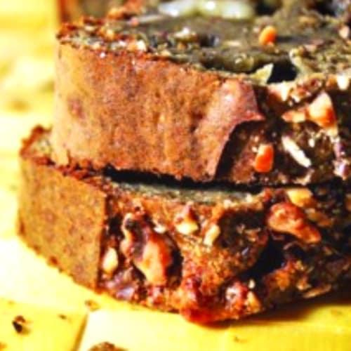 Pastel de ciruela con pesto y nueces Tomino