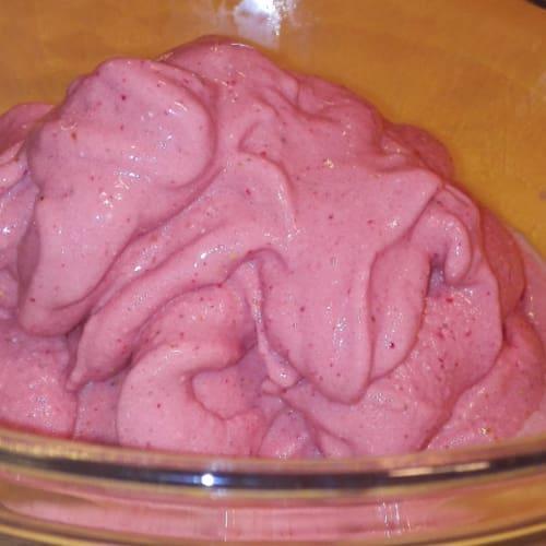 Vegan Strawberry ice cream without ice cream maker