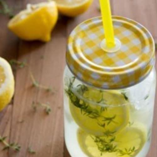 Limonata fizz al timo