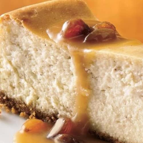 The vegan cake with yogurt made from dates and almonds