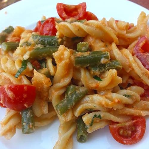 Fusilli with green beans, tomatoes and almond pesto