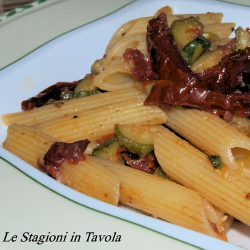 Penne with zucchini and dried tomatoes